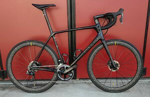 Giant TCR Advanced SL 1 DISC Custom Build Second Hand Road Bike (Large) - Roe Valley Cycles
